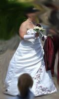 Foto 5 Brautkleid Reifrock Stola Handschuhe weiß bordeaux 48 50 52