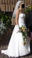 Brautkleid mit Schleier, Handschuhen und Reifrock, Cremefarben, Gr.42