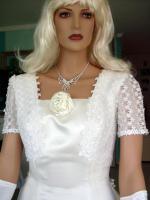 Foto 2 Brautkleid mit Schleppe Gr. 36/38 - Gebraucht
