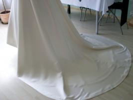 Foto 7 Brautkleid mit Schleppe Gr. 36/38 - Gebraucht