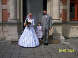Brautkleid komplett mit Schleier und Haarschmuck