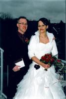 Brautkleid weiß mit bordeaux Nackholder und Blüte (Gr. L)