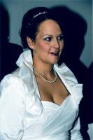 Foto 2 Brautkleid weiß mit bordeaux Nackholder und Blüte (Gr. L)