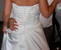 Foto 3 Brautkleid in einem zarten Elfenbein