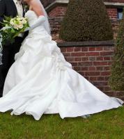 Brautkleid, Hochzeitskleid Gr. 38 von Kleemeier/Valerie + Zubehör