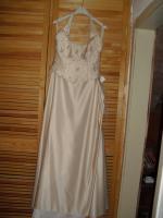 Brautkleider und andere Festbekleidung