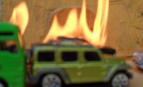 Foto 3 Brennende Autos, Private Sicherheits Detektive beobachten die Straßen und Parkplätze getarnt , Wirkung sehr gut .