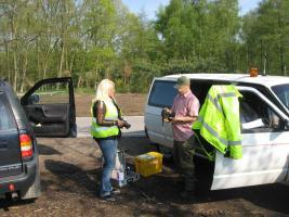 Foto 4 Brennende Autos, Private Sicherheits Detektive beobachten die Straßen und Parkplätze getarnt , Wirkung sehr gut .