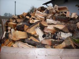 Brennholz Hartholz gespalten und geschnitten