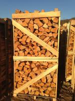 Brennholz in Paletten
