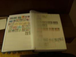 Foto 2 Briefmarkenalbum mit Briefmarken+Briefmarken+ anderes Album