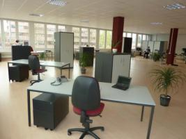 Büroarbeitsplatz zu vermieten
