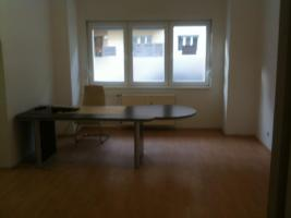 Büroraum in ruhiger, gemischter Bürogemeinschaft in Neukölln