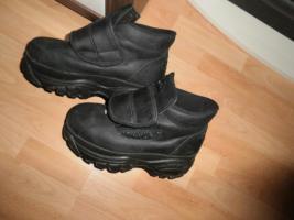Buffalo Schuhe Halbhoch, Obermaterial Nubuckleder, Plateausohle.