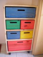 Bunten Rollcontainer fürs Kinderzimmer