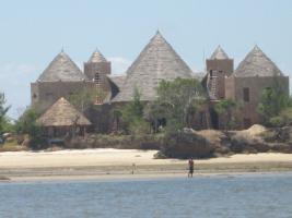 Burgaehnliches Objekt in Kenia an der Suedkueste