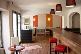 Foto 2 Cafe Bistro in Ebersberg bei München zu Vermieten sehr gt. Lage sgt. gelegenheit für Existenzgründer aus persönlichen Gründen abzugeben. Das Bistro ist voll augestattet mit grosser Theke 15 Tische und 55 Stühle  und 12 Barhocker. Gegen Ablösse.