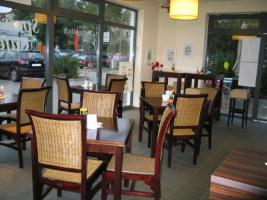 Cafe-Bistro  mit  Kleinkunsb�hne: