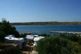 Foto 2 Campingplatz direkt am Meer in Rtina Miocici bei Zadar, Norddalmatien, Haustiere erlaubt