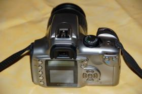 Foto 2 Canon 300D Digitale Spiegelreflkamera mit Standardobjektiv FP 99,00 €