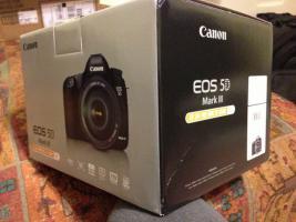 Canon EOS 5D Mark III DSLR-Kamera mit EF 24-105mm Objektiv