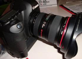 Canon EOS 5D Mark II + 17-40 Canon L + Batteriegriff