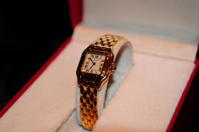 Cartier Santos Quarz Damenuhr 18K Gold