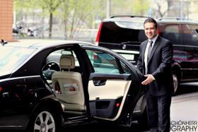 Chauffeurservice mit einer Luxus Limousine durch Berlin