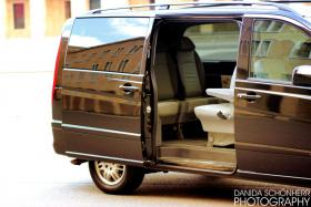 Foto 4 Chauffeurservice mit einer Luxus Limousine durch Berlin