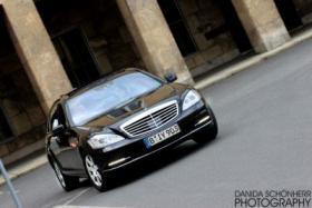 Foto 5 Chauffeurservice mit einer Luxus Limousine durch Berlin