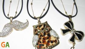 Colliers mit Swarovski Elementen
