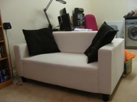 Couch 2Sitzer + Gratis Couchtisch