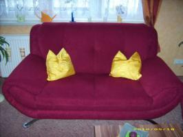Couch 3'er 2'er 1'er in weinrot guter Zustand abzugeben!