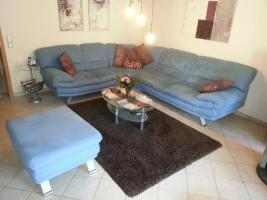 Couch mit Rundecke und Hocker