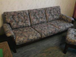 Couch und Sessel + Hocker + Tisch ?