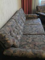 Foto 3 Couch und Sessel + Hocker + Tisch ?
