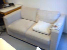 Foto 2 Couch und kleineres Wohnzimmerregal
