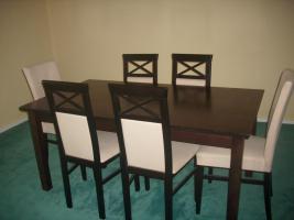 Foto 5 Couch, Esstisch mit Stühlen und Brautkleid
