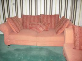 Foto 7 Couch, Esstisch mit Stühlen und Brautkleid