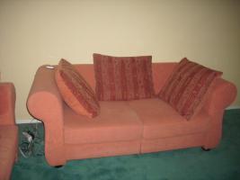 Foto 8 Couch, Esstisch mit Stühlen und Brautkleid