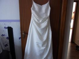 Creme farbenes Hochzeitskleid in der Größe 40