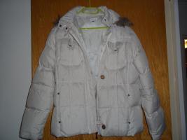 Creme-weiße Winterjacke mit Kapuze