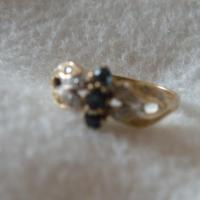 Damenring Gold 585 Gold 3 kleine Saphire und Diamantsplitter