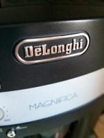 DeLonghi ESAM3000.B Magnifica Kaffee-Vollautomat (1.8 l, 15 bar, Dampfdüse)