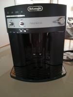 Foto 3 DeLonghi ESAM3000.B Magnifica Kaffee-Vollautomat (1.8 l, 15 bar, Dampfdüse)
