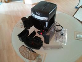 Foto 7 DeLonghi ESAM3000.B Magnifica Kaffee-Vollautomat (1.8 l, 15 bar, Dampfdüse)