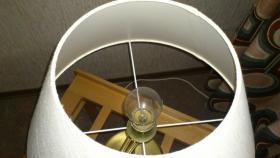 Foto 2 Dekorative Tischlampe