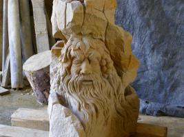 Foto 3 Der Brunnen in den Garten und das Innere der erste Stein, Sandstein.