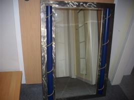 Design-Spiegel, Spiegel auf Metall mit blauen Absetzungen, ca. 70x101 cm, bxh