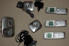 Digitaler Anrufbeantworter mit 3 Mobilteile schnurlos Panasonic